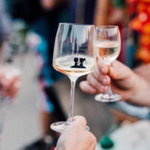 Pohár na víno s potlačou Víno pod hviezdami 2018