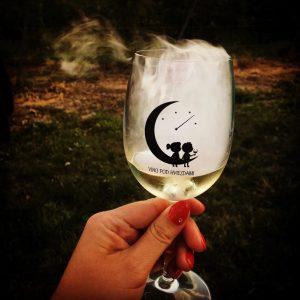 Pohár na víno s potlačou Víno pod hviezdami 2019