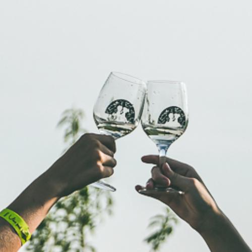 Pohár na víno s potlačou Víno pod hviezdami 2020